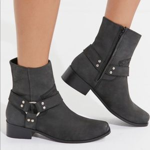 NWT UO Chiarra Motto Boot